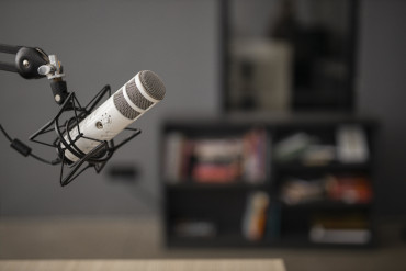 side-view-of-a-radio-microphone-with-copy-space-tile.jpg